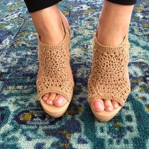 Nude Crochet Wedges